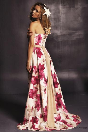 Прически с длинным платьем в цветок