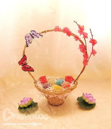 Песочная корзинка с ягодами в вишневом желе.