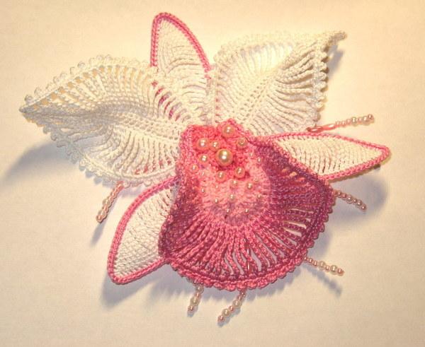 """Можно . вязание крючком; орхидея. цветы Гуглится по запросу  """"орхидея крючком  """" или  """"вязаная орхидея."""