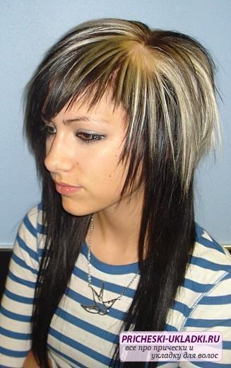 Стрижка шапочка на длинные волосы не требует сложной укладки и прекрасно смотрится на вьющихся или прямых волосах.