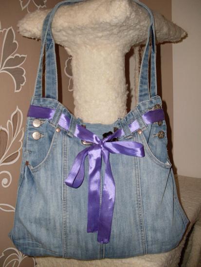 Хочу поделится с вами своей первой сумкой пошитой из старого джинсового.