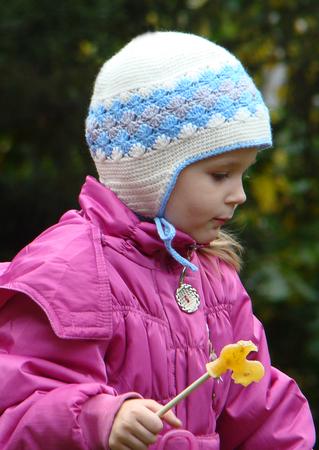 зимние, весенние шапки,